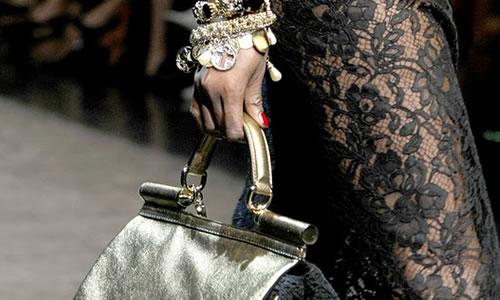 Un scurt clip despre iconica geanta Miss Sicily realizata de Dolce...